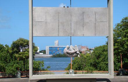 """Monumento """"Tortura Nunca Mais"""", Recife (1988-1993). Fotografia de Mauricio Lissovsky."""