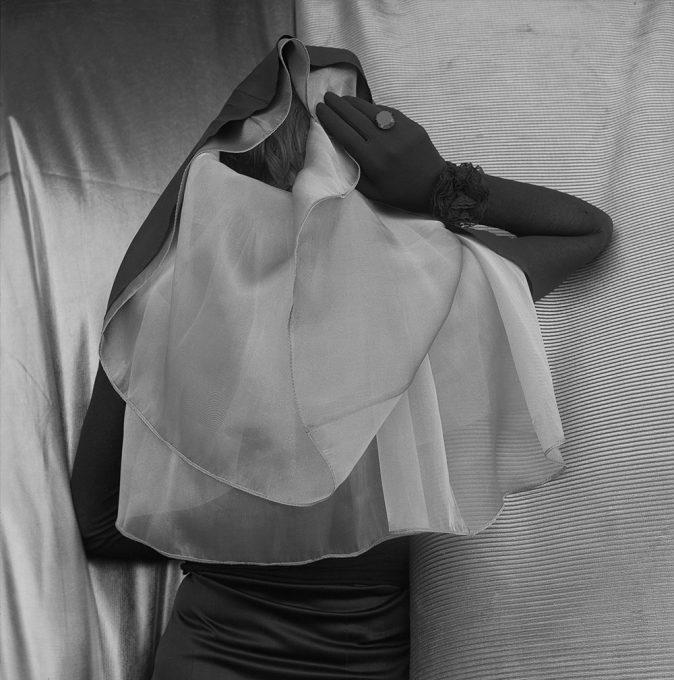 Lily Sverner. Véu e luva, 1992.